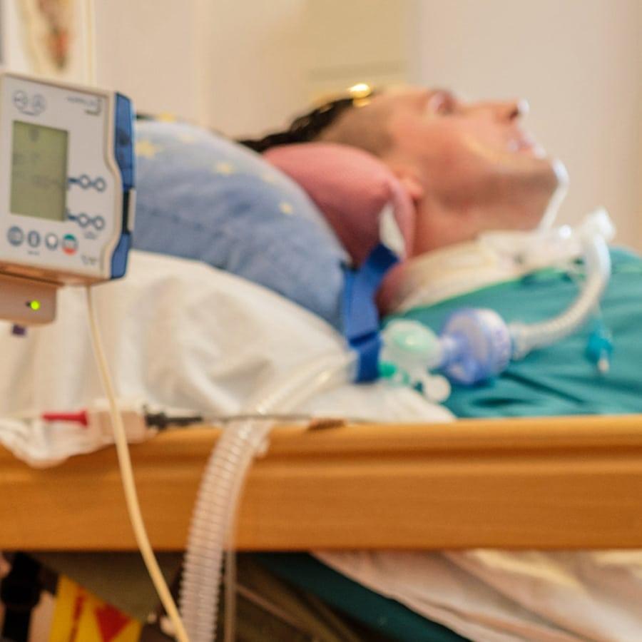 Titelbild außerklinische Intensivpflege mobil